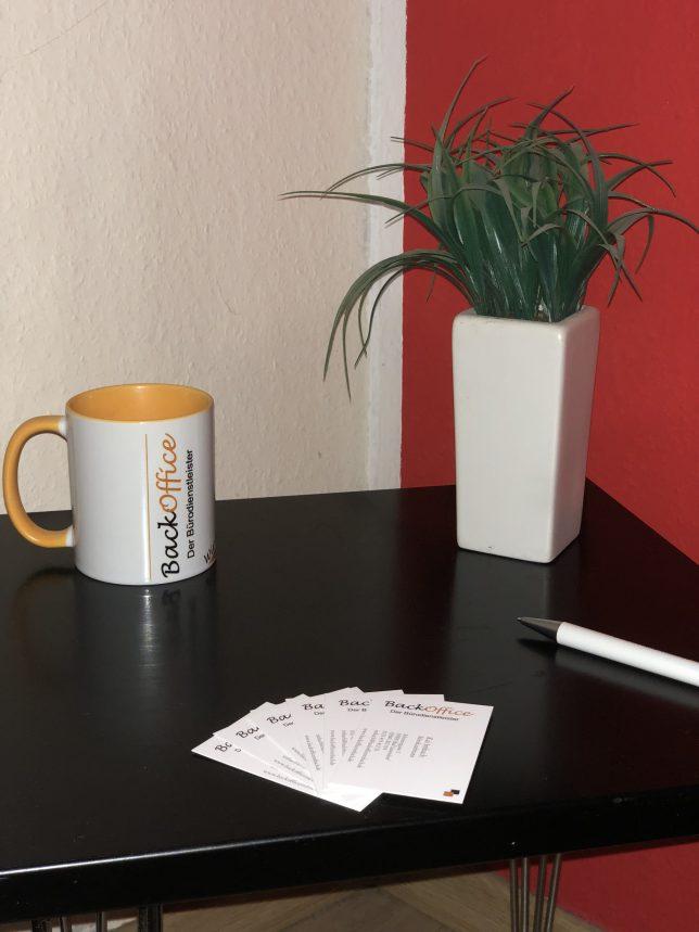 Fototasse Werbemittel WerbungBüroecke BackOffice mit Visitenkarten Imbach